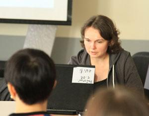 Анна Ладошкина читает доклад